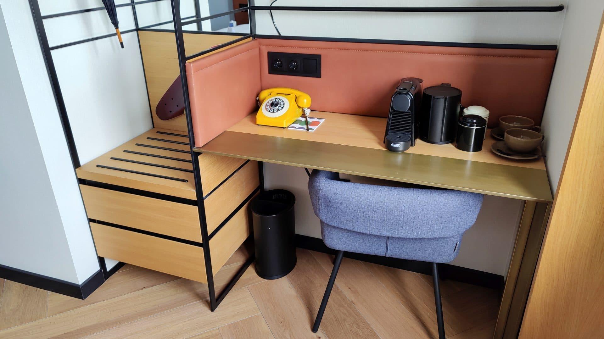 Kimpton Vividora Barcelona Zimmer Schreibtisch 2
