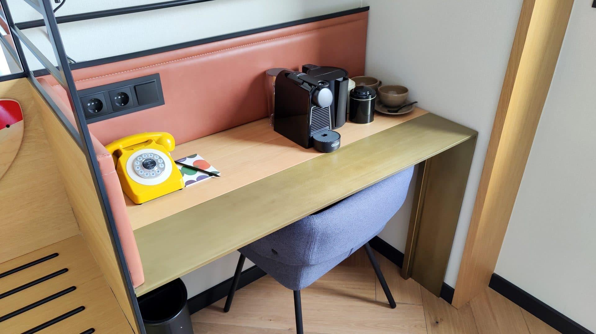 Kimpton Vividora Barcelona Zimmer Schreibtisch