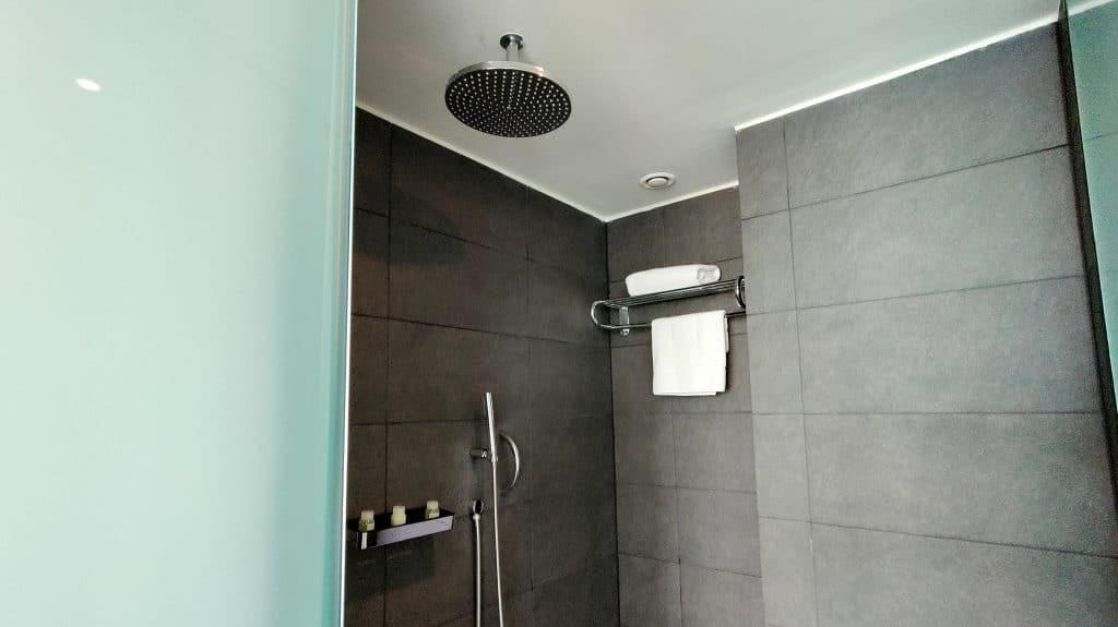 W Barcelona Fabulous Sky Zimmer Bad Dusche