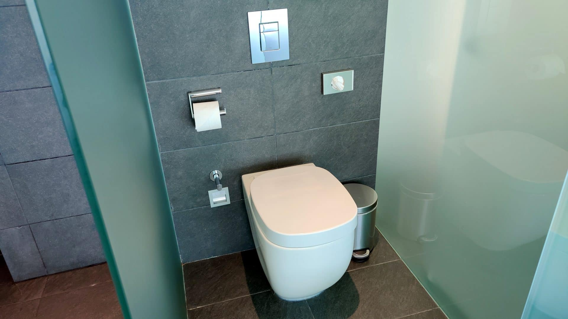 W Barcelona Fabulous Sky Zimmer Bad Toilette