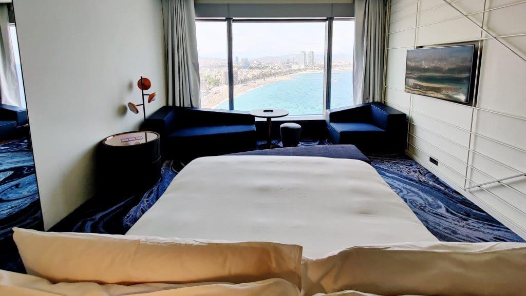 W Barcelona Fabulous Sky Zimmer Bett