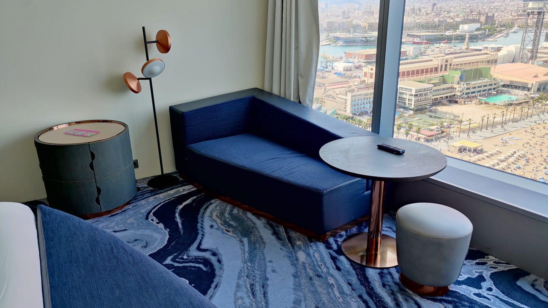 W Barcelona Fabulous Sky Zimmer Sofa