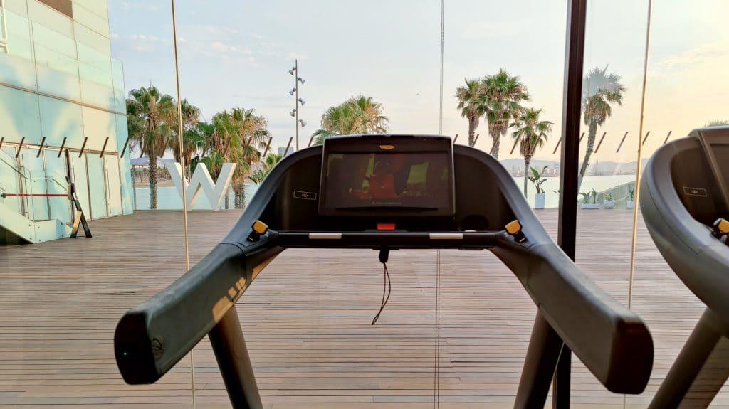 W Barcelona Fitness Cardiogeraete Ausblick