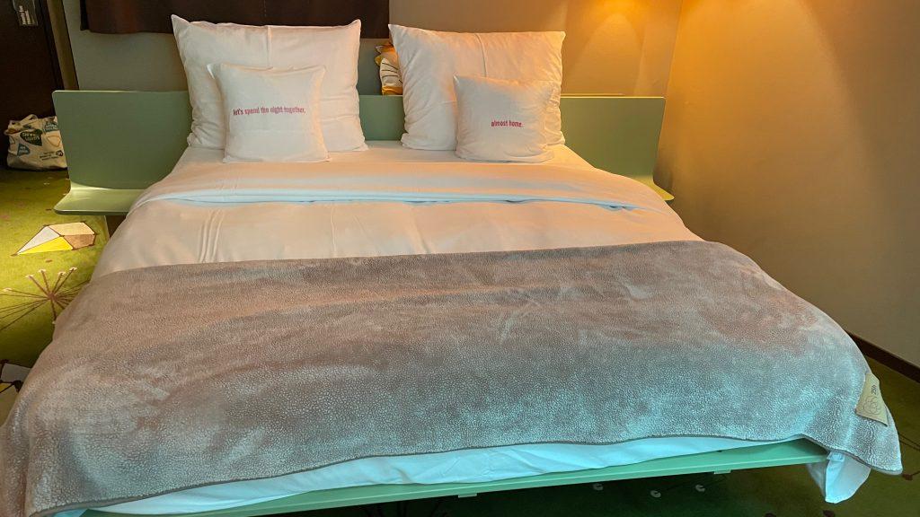 25hours Hotel Zuerich West Bett Von Vorne