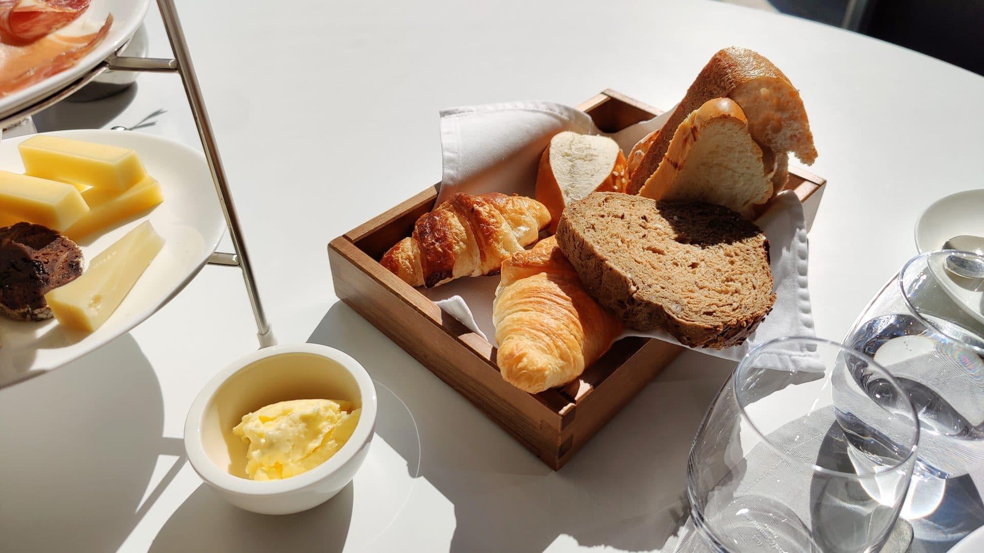 7132 Hotel Vals Silver Restaurant Fruehstueck Brot