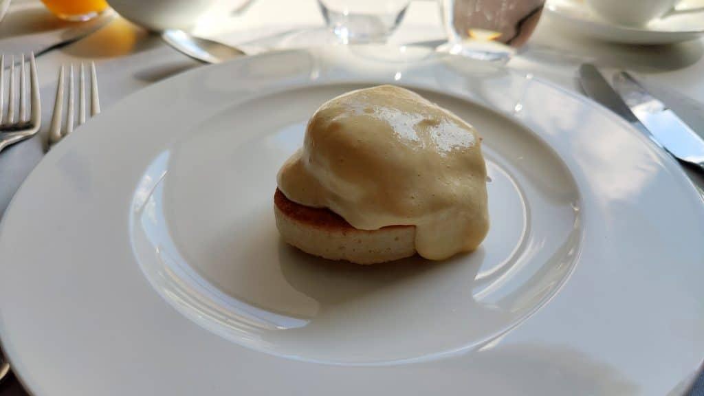 7132 Hotel Vals Silver Restaurant Fruehstueck Eggs Benedict
