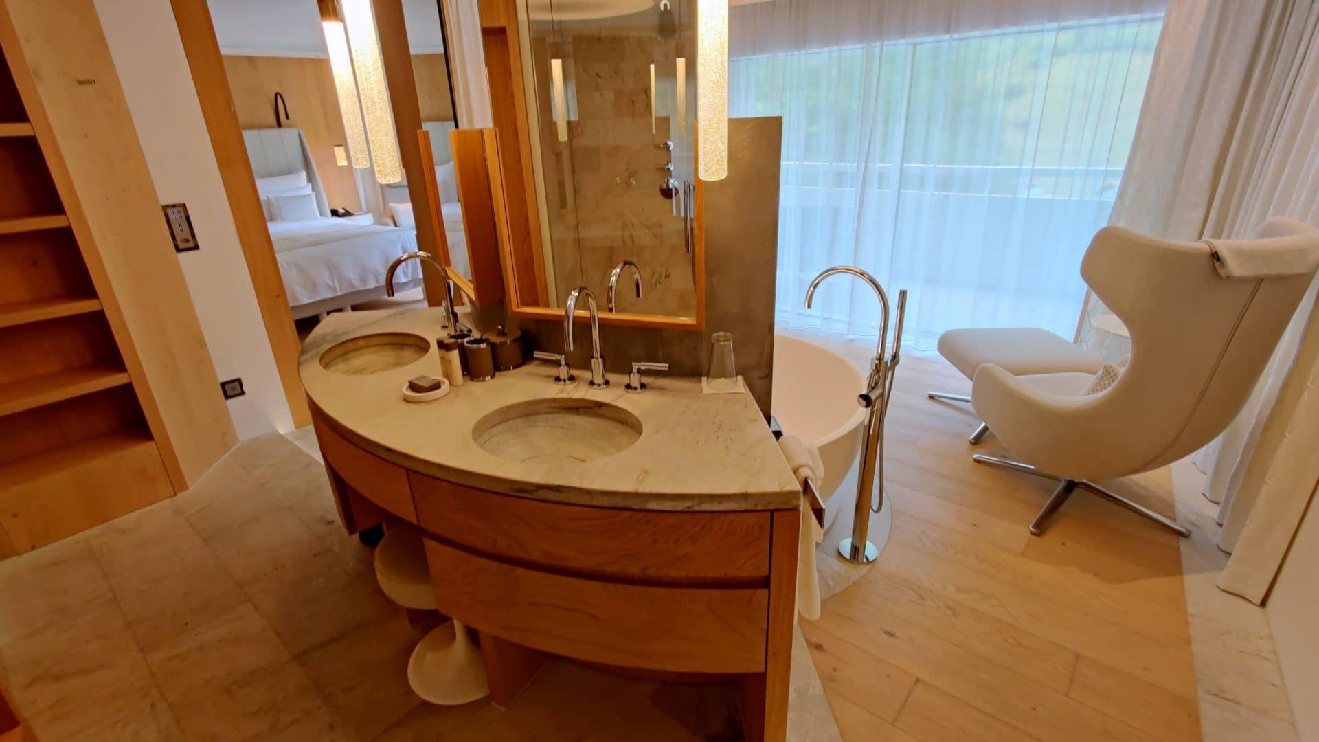 7132 Hotel Vals Spa Deluxe Zimmer Bad 3