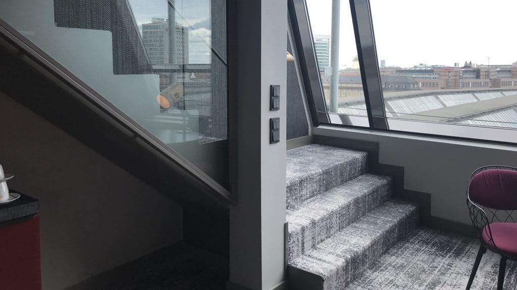 Sofitel München Bayerpost Duplex Suite Treppe