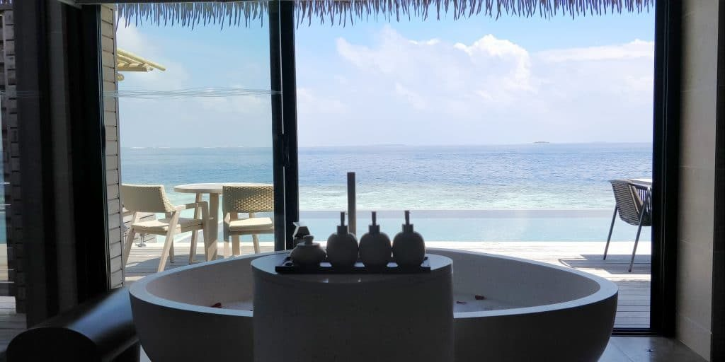 Waldorf Astoria Maldives Ithaafushi Overwater Villa Bad